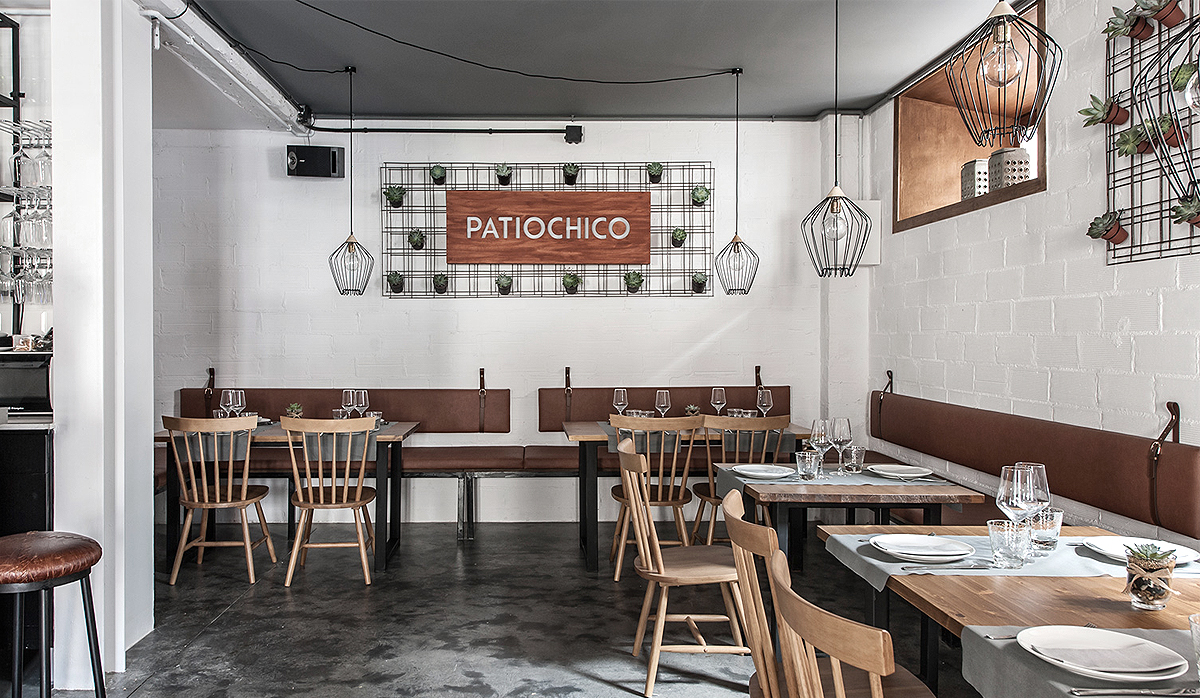 Proyecto de interiorismo patiochico bar picoteo for Patio chico